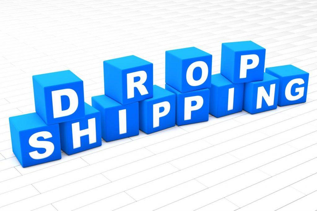"""Imagen digital en la que se puede leer la palabra """"dropshipping"""" en unas fichas cuadradas de color azul"""