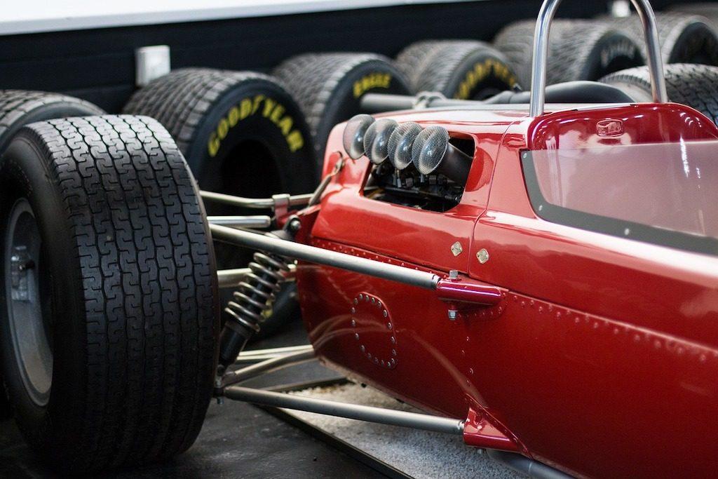 coche de carreras rojo