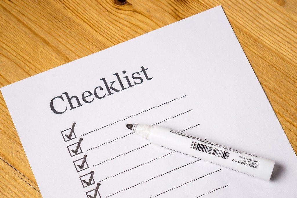 hoja de papel con un checklist